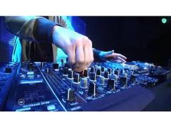 assunzioni di fotografi - tecnici suono e luci - DJ e pianobar