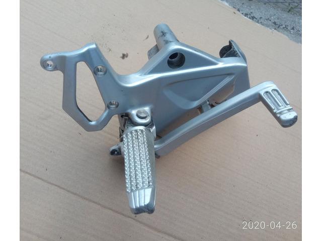 Pedana destra completa di pedale freno BMW F800R 2010