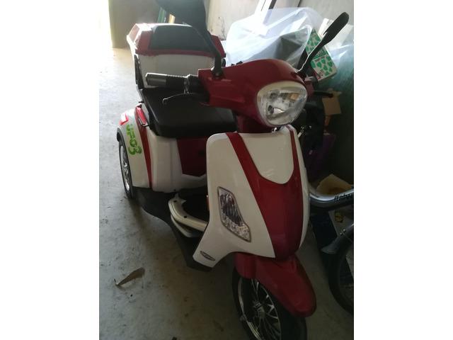 Scooter elettrico. Anno 2018 nuovo X