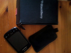 Blackberry Curve 9380 e HTC Wildfire