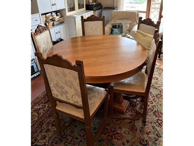 Tavolo sedie poltrone e divano vendo