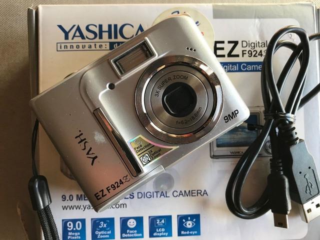 Macchina fotografica digitale Yashica Ez F924 - 1