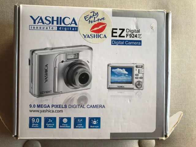 Macchina fotografica digitale Yashica Ez F924 - 5