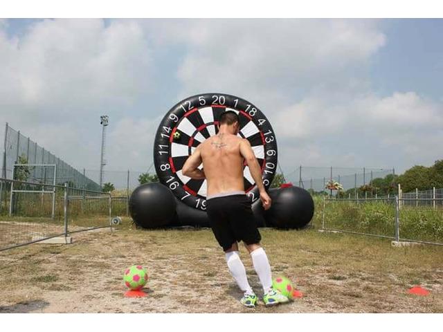 "Noleggio Gonfiabile "" Foot Darts Game"" Tiro Al Bersaglio - 2"