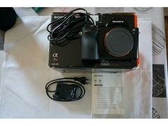 Fotocamera ibrida Sony A7R.