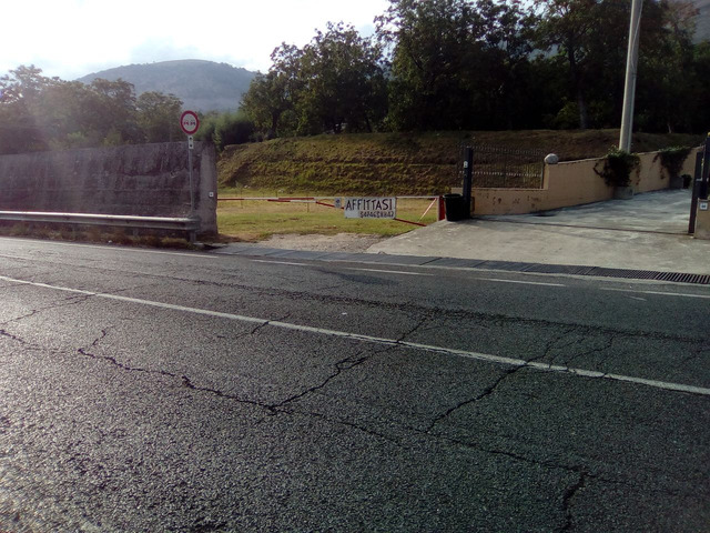 Terreno fonte strada  su strada SS7