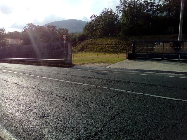 Terreno fonte strada  su strada SS7 - 8