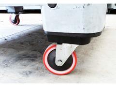 Cassoni bins in plastica con ruote e sportello - 7