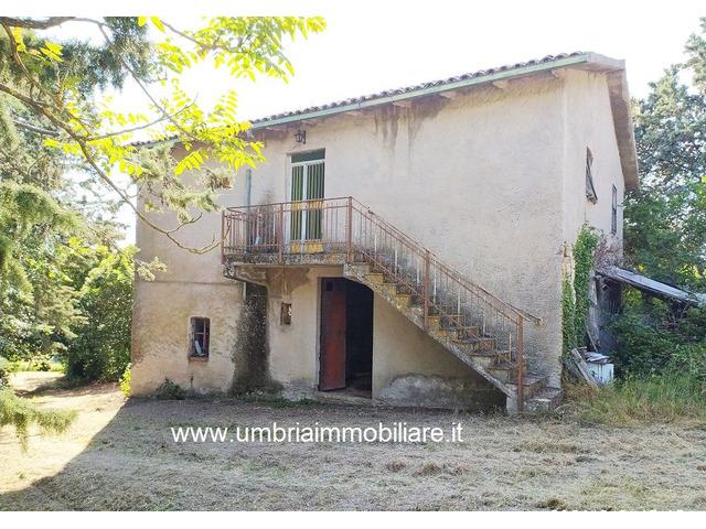 Rif. 108 casale con 4 ettari in Avigliano Umbro