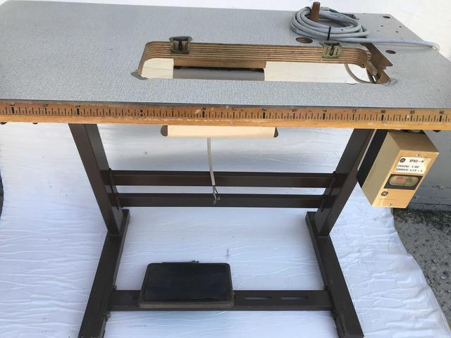Tavolo macchina da cucire lineare