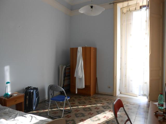 Stanza in centro-Via Umberto I - 2