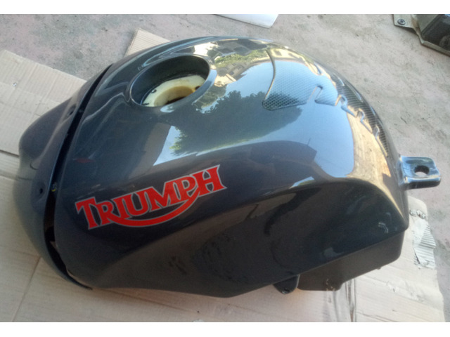 Serbatoio con unghia Triumph Speed Triple / Daytona 955i
