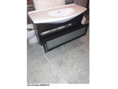 Mobile da bagno lavabo con specchio in legno scuro usato