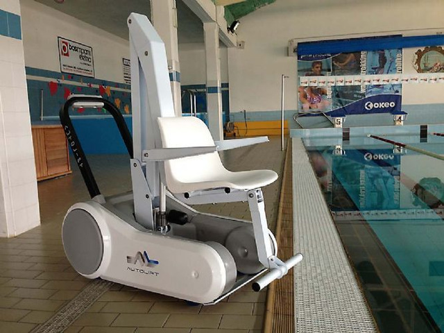 sollevatore per disabili in piscina a ruote ISWIM