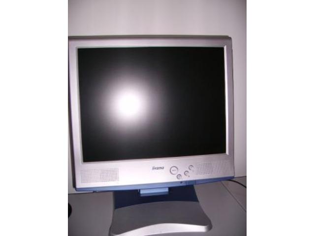 Monitor iiyama LCD a colori TfT da 38cm.