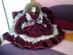 Bambole in porcellana da collezione con vestitini, molto curate ed altre rarita'