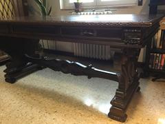 Antica scrivania in noce