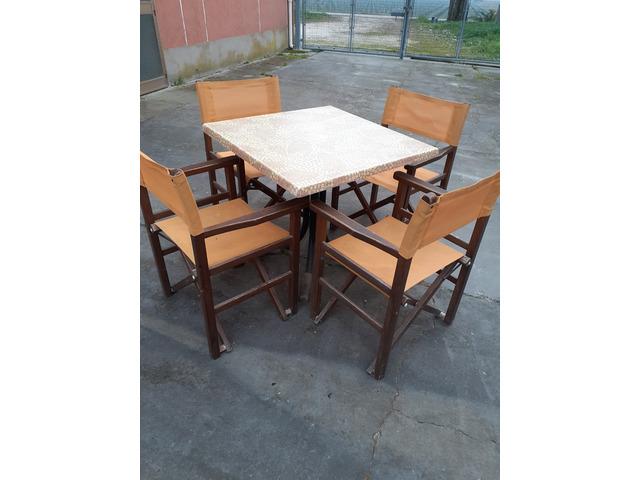 tavoli e sedie varie + recinzione modulare in eucalipto