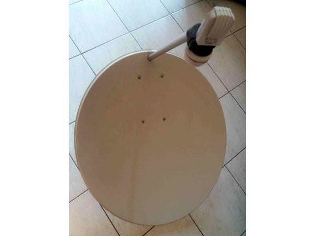 Parabola per decoder satellitare con supporto per montarla sul balcone - 1